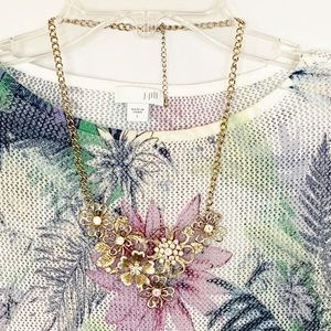 Jewelry - 🌺2/$15;3/$20 Gold Flower Statement Necklace